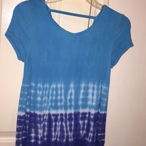blue and white flowy tee